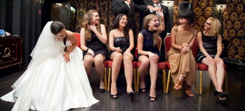 Прикольные подарки на свадьбу молодоженам: идеи и фото 18