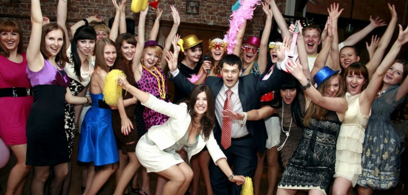 Весёлые конкурсы для веселой компании для подростков