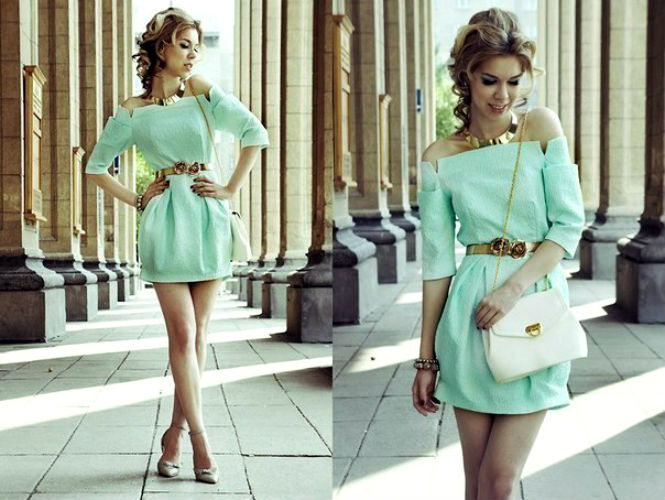 девушка в сетчатом платье